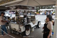 """Willys Jeep Yipao used as a """"Camperito del Café"""" means Coffee Jeep Coffee Carts, Coffee Truck, Coffee Barista, Coffee Market, Coffee Shops, Food Trolley, Mobile Food Cart, Mobile Coffee Shop, Coffee Trailer"""
