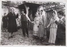 Greek dance kalamatiano Greece Pictures, Old Pictures, Old Photos, Greek Dancing, Greek Traditional Dress, Old Greek, Greece Photography, Ancient Greek Art, Greek Culture