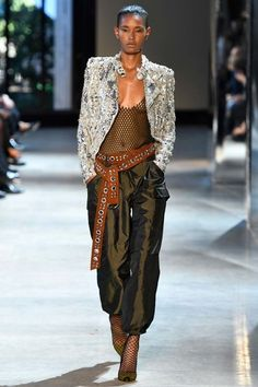 Catwalk photos and all the looks from Alexandre Vauthier Autumn/Winter Couture Paris Fashion Week Haute Couture Style, Couture Mode, Couture Fashion, Runway Fashion, Fashion Trends, Alexandre Vauthier, Vogue Paris, Fashion Week Paris, Collection Couture