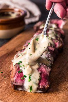 Pan Seared New York Strip Steak mit Gorgonzola Sahnesauce - Recipes - rezepte Steak Recipes, Sauce Recipes, Cooking Recipes, New York Strip Steak, Le Diner, Steaks, Beef Dishes, Food Photography, Yummy Food