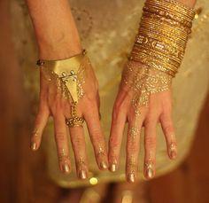 Henna vs. Temporary Tattoos – FashionTats.com
