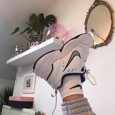 New sneakers femme mode nike Ideas Sneaker Outfits, Converse Sneaker, Sneaker Boots, Sneakers Mode, Sneakers Fashion, Nike Fashion, 70s Fashion, Hippie Fashion, Vintage Fashion