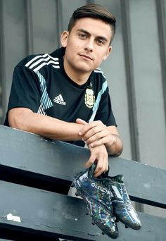 Glitch up, look shark. Ahead of the second round of World Cup 2018 group games adidas have created individually customised Glitch skins for Benjamin Mendy, Presnel Kimpembe, and Paulo Dybala. Soccer Pro, Soccer Guys, Football Boys, Football Players, Soccer Ball, Funny Soccer, Juventus Players, Juventus Fc, Cr7 Junior