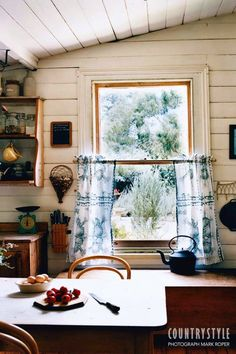 Moving from the city, the owners of this house in Malmsbury in Victoria turned a ramshackle cottage with no garden into a welcoming home with a drought-tolerant garden. Country Style Magazine, Cozy Cottage, Farm Cottage, Farm House, Cottage Kitchens, Farms Living, Country Farmhouse, Decoration, Home And Living