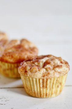 These were amazing: Flower Patch Farmgirl: Decadent Fresh Banana Muffins Köstliche Desserts, Delicious Desserts, Dessert Recipes, Yummy Food, Tasty, Yummy Recipes, Muffin Recipes, Baking Recipes, Breakfast Recipes