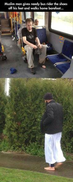 Un musulmán le regaló sus zapatos a un hombre que no poseía unos, no le importó irse caminando descalzo.