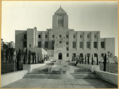 """1926, July 15: The Los Angeles Central Library, originally designed by Bertram Goodhue and completed by his associate Carleton Winslow, is dedicated. Built in ancient Egyptian and Mediterranean revival style, the central tower is topped with a tiled mosaic pyramid with suns on either side and a hand holding a torch representing the """"Light of Learning"""" at the apex. Other elements include sphinxes, snakes, and celestial mosaics. Main Library, Central Library, Art And Architecture, Architecture Details, New York Office, Pedestrian Bridge, Construction, Source Of Inspiration, Facade"""
