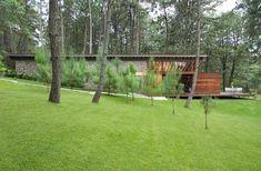 Fachada lateral de la casa campestre Deer Mounts, Earth Homes, Ideas Para, House Plans, Golf Courses, Construction, Outdoor Structures, Plants, Design