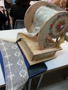 x Lacemaking, Antique Lace, Bobbin Lace, Sewing Stores, Sewing Crafts, Needlework, Craft Projects, Pillows, Antiques