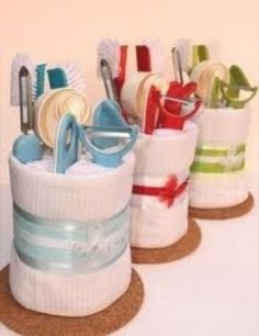 towel cakes lots of ideas! Cute for house warming gift :) Bridal Shower Prizes, Bridal Shower Gifts, Cheap Bridal Shower Favors, Bridal Shower Baskets, Cheap Favors, Craft Gifts, Diy Gifts, Cheap Gifts, Cute Gifts