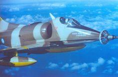 Doce bombas y el último Exocet: el ataque al Invencible, el buque insignia de la flota británica en Malvinas - Infobae Fighter Jets, Aircraft, Vehicles, Military Vehicles, Aircraft Carrier, Fighter Aircraft, Badges, Bombshells, Falcons