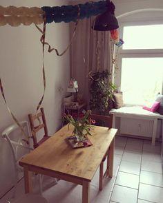 Schöner Essbereich In Der Küche Mit Holztisch, Tuplen Und Einem Großen  Fenster. #einrichtung #ideen #esszimmer #diningroom #dining #kitchen #küche  #tulips # ...