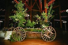 I must admit that enchanted forest weddings are one of my favorite themes because they are so fairy-tale and mystique! Full of moss, flowers, greenery . Prom Decor, Outdoor Wedding Decorations, Crafty Wedding Ideas, Old Fashioned Wedding, Enchanted Garden Wedding, Fairy Tale Theme, Barn Parties, Woodland Fairy, Amazing Weddings