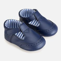 T-Bar Baby Skor Marinblå - Mayoral - Babyshop Baby Girl Shoes, Girls Shoes, Navy Marine, Mary Jane Shoes, Baby Boy Newborn, Velcro Straps, Perfect Fit, Nautical, Pie