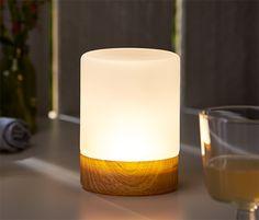 Zasilana na baterie lampka LED - różne możliwości postawienia Ta urocza lampka LED świeci ciepłym białym światłem. Czas świecenia na jednym zestawie baterii wynosi co najmniej 100 godzin.