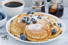 A stack of blueberry pancakes on a white plate. Healthy Recipe Videos, Diabetic Recipes, Easy Dinner Recipes, Healthy Dinner Recipes, Diet Recipes, Easy Meals, Healthy Meals For One, Healthy Food, Blueberry Pancakes