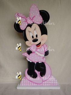 DISPLAY DE CHÃO  ALTURA 70 CM   PINTADO A MÃO  PODE SER FEITO EM OUTRAS CORES E MODELOS R$ 140,00 Minnie Mouse Drawing, Minnie Mouse Cake, Minnie Mouse Party Decorations, 1st Birthday Decorations, Minnie Mouse Birthday Invitations, Minnie Birthday, Mickey Party, Mini Mousse, Mickey E Minie