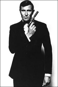 On Her Majesty's Secret Service George Lazenby as James Bond. James Bond No. Estilo James Bond, James Bond Style, James Bond Actors, James Bond Movies, Bond Girls, Casino Royale, Detective, Service Secret, George Lazenby