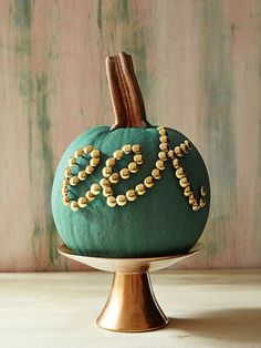 Just use office store thumbtacks to spell out a Halloween message on your pumpkin. This blue pumpkin would be perfect with a on it to celebrate my dtrs October birthday Holidays Halloween, Halloween Crafts, Holiday Crafts, Holiday Fun, Halloween Decorations, Classy Halloween, Halloween Weddings, Halloween Activities, Halloween Halloween