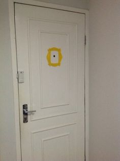 Resultado de imagem para apartamento com portas brancas com moldura