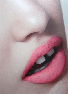 pink lips with gapped tooth