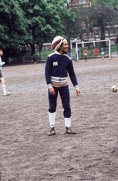 Bob Marley jugando fútbol....