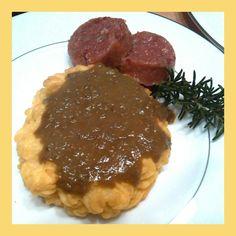 Cestino di patate, con crema di lenticchie e cotechino