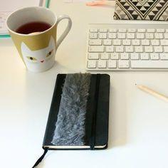 Travailler accompagné d'une bonne boisson dans une jolie tasse, c'est toujours plus agréable   #work #atelier #website #team #web #boutiqueenligne #graphic #bloup #workinprogress #mif #cushions #deco #entrepreneur #workathome