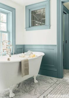House of Turquoise: Carpenter and MacNeille Farrow &Ball. Parma Gray and Borrowed Light. House Of Turquoise, Turquoise Room, Vert Turquoise, Bad Inspiration, Bathroom Inspiration, Interiores Art Deco, Trim Paint Color, Paint Colors, Gray Paint