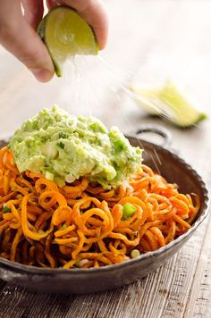 Spicy Roasted Sweet Potato Spirals with Guacamole is an amazingly delicious meatless dinner or appetizer with crispy sweet potatoes coated in garlic & chili powder and topped with a zesty guacamole. Sweet Potato Patties, Crispy Sweet Potato, Sweet Potato Breakfast, Roasted Sweet Potatoes, Spiral Vegetable Recipes, Vegetable Dishes, Veggie Recipes, Paleo Recipes, Vegetable Spiralizer