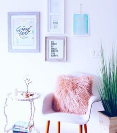 Teen girl bedroom decor ideas: Take note of the little details. You could make an effective look by putting together some little things such as patterns and bright accessories. My New Room, My Room, Girl Room, Bedroom Decor For Teen Girls, Teen Girl Bedrooms, Meredith Foster, Room Goals, Dream Bedroom, Bohemian Decor