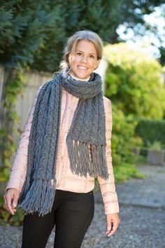 Sticka höstens härligaste halsduk! Knitting Patterns, Weaving, Crochet, Diy, Fashion, Moda, Knit Patterns, Bricolage, Fashion Styles