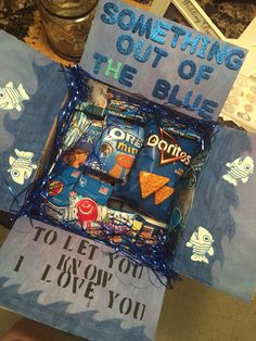 Out of the blue DIY Christmas gifts for friends More – … - Diy Gift For Girls Ideen Valentines Bricolage, Valentines Diy, Valentine Day Gifts, Valentines Day Gifts For Him Marriage, Valentines Ideas For Him, Diy Christmas Baskets, Diy Christmas Gifts For Family, Family Gifts, Blue Christmas