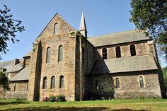 L'abbaye de Clairmont (ou Clermont) a été fondée au XIIe s. par St-Bernard et les moines de l'abbaye de Clairvaux. Vendue à la Révolution comme bien national, elle est alors transformée en ferme puis laissée à l'abandon. Une équipe de passionnés bénévoles travaille à sa restauration.