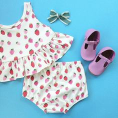 It's always a good day when you get new @monpetitshoes! Bow by @laurlelu Strawberry outfit by @vivieandash