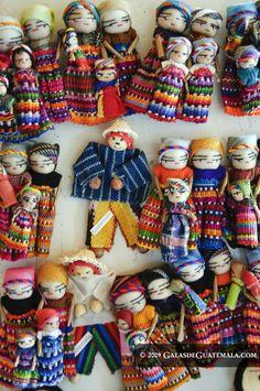 Muñecos quitapenas, artesanía de Guatemala