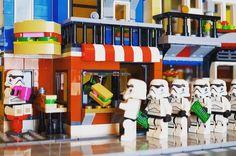Sandwiches Shop  #lego #legostagram #minifig #stormtrooper #레고 #31050 #レゴ #ミニフィグ #ストームトルーパー by lego_creatorclub
