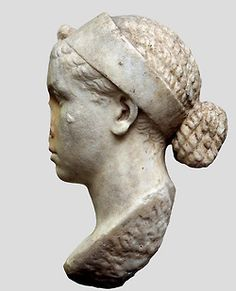 Portrait bust of Cleopatra B. Ancient Rome, Ancient Greece, Ancient History, Roman Hairstyles, Roman Emperor, Roman Art, Cleopatra, Poses, Portrait