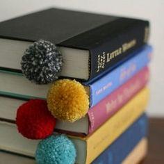 Coussins à pompons façon mimosa - Marie Claire Idées