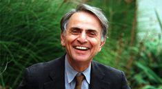 Carl Edward Sagan fue un astrónomo, astrofísico, cosmólogo, escritor y divulgador científico estadounidense.