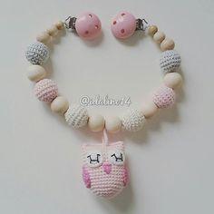 Kinderwagenkette Eule für @kleines.roemchen pram chain my own pattern #diy #häkelnisttoll #häkeln #baby #schwanger #babygeschenk #amigurumi #mommytobe #momtobe #pregnant #babygirl #babyboy #craftastherapy #crochet #crochetlove #crochetaddict #idalinocrochet #babygift #instamum #instababy #instacrochet #babybump #crochetinspiration #owl #eule #schnullerkette #nothinglikeanickemade #kinderwagenkette #virka #haken