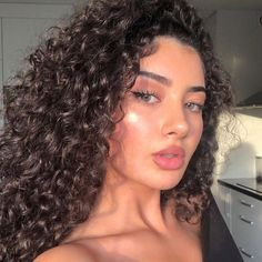 45 pictures of curly-haired women who will make you embrace their waves - Page 31 of 44 - myflyinghair .com - 45 pictures of curly-haired women who will make you embrace their waves hairstyles, hairstyles for - Medium Hair Styles, Curly Hair Styles, Natural Hair Styles, Curly Hair Colour Ideas, Hair Color, Long Curly Hair, Thin Hair, Curly Girl, Straight Hair