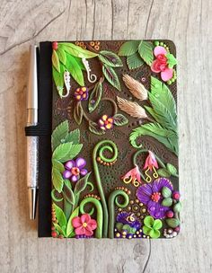 Book Cover Tutorial Polymer Clay Ideas Informations About Book Cover Tutorial Polymer Clay I Clay Art Projects, Polymer Clay Projects, Polymer Clay Creations, Clay Crafts, Diy Clay, Polymer Clay Tutorials, Polymer Clay Pens, Polymer Clay Charms, Polymer Clay Jewelry