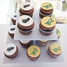 Created for the All Blacks and Wallabies match (New Zealand vs Australia). All Blacks Rugby Team, Nz All Blacks, Cricket Cake, Rugby Cake, Black Cupcakes, Farm Cake, Cake Board, Cup Cakes, How To Make Cake