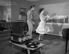 10 Cheap Date Ideas - Laughing Teenage Couple Dancing To The Phonograph Playing 78 Rpm Records In Living Room - Photo Vintage, Retro Vintage, Vintage Dance, Vintage Music, Vintage Vibes, 1950s Teenagers, Cheap Date Ideas, Teenage Couples, Art Of Manliness