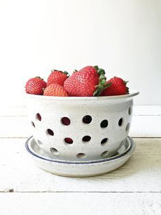 Fill this berry bowl with your favorite fresh fruits and veggies, rinse and serve. The drainage plate will collect the water drips after rinsing making it easy to set directly on the counter for a quick and healthy snack. Measures 7 wide x 4.5 tall and holds 4 cups. The matching