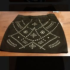 Black and gold stretch skirt Good condition Forever 21 Skirts