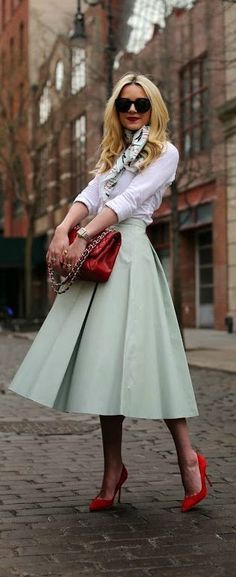 Love this tea length mint skirt!  :: Vintage Skirt:: Retro Fashion:: spring style