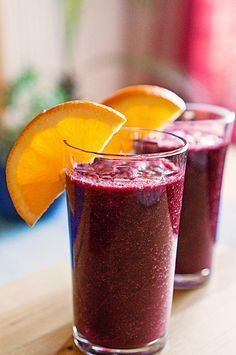 Blaubeer-Ingwer Smoothie Blueberry ginger smoothie, a tasty recipe from the Shake category. Smoothie Detox, Best Smoothie, Smoothie Drinks, Smoothie Bowl, Healthy Smoothies, Healthy Drinks, Smoothie Recipes, Smoothie Makers, Snacks Sains