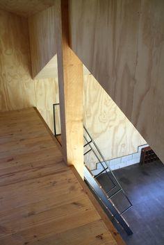 Project: Live-in Mezzanine Workshop: Plywood mezzanine with ships-ladder
